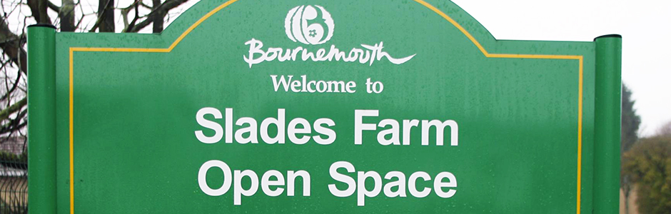 Slades-Farm-Park-Sign